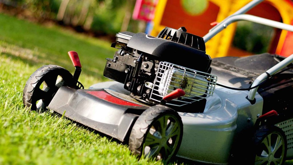 Best Self Propelled Lawn Mower For Hills 2020